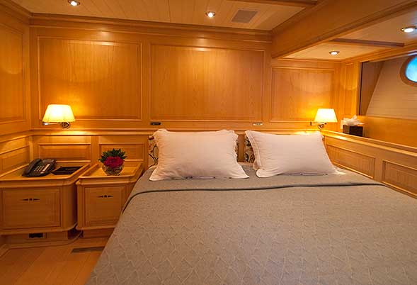 Athos - Queen Stateroom (Image by RickTomlinson)