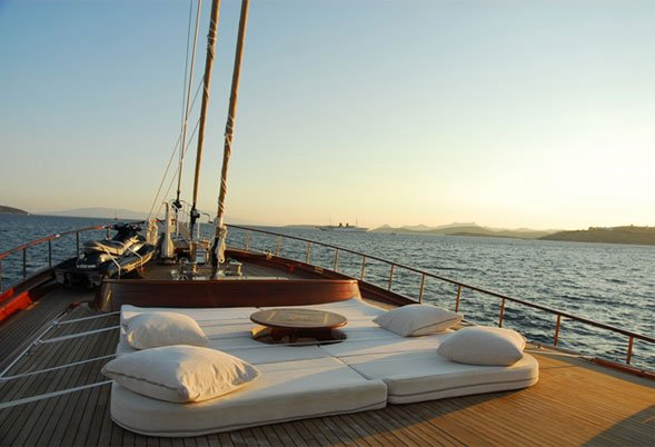 Carpe Diem IV foredeck seating