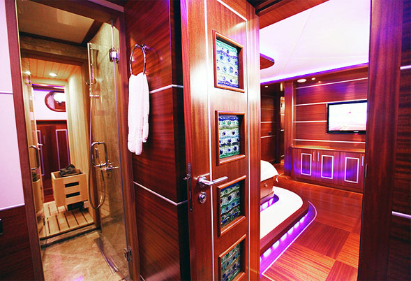 Carpe Diem IV forward master bathroom sauna