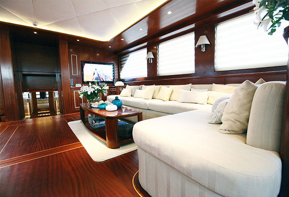 Carpe Diem IV saloon portside
