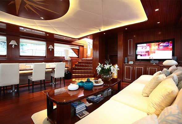 Carpe Diem IV saloon starboard side