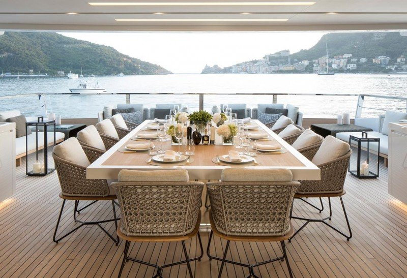 Seven sins le yacht qui attise les convoitises for Les plus belles tables a manger