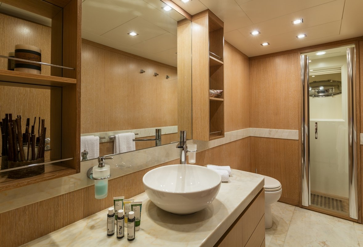 Motor yacht mythos charters in greece and turkey luxury for Master bathroom ensuite