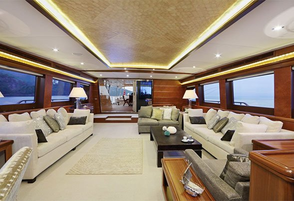 Voilier moteur daima louer en turquie luxury charter for Bateau de luxe interieur