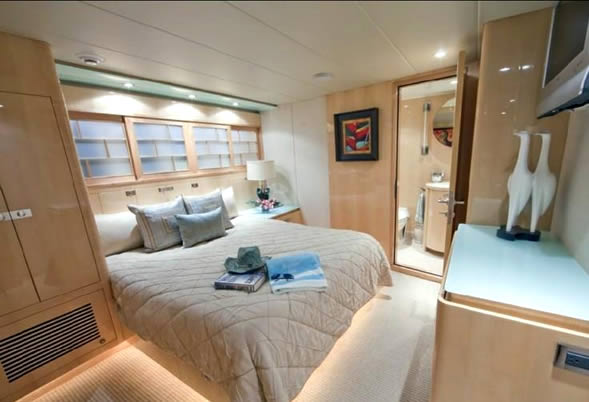 Diamond Girl starboard stateroom