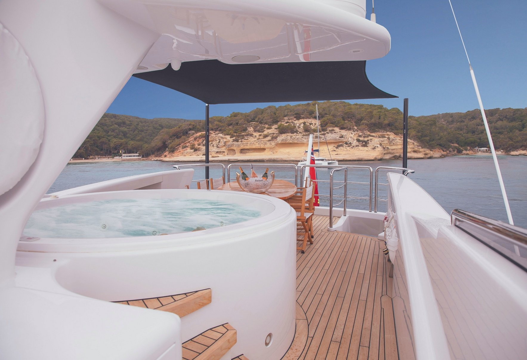 BENITA BLUE Sun Deck with jacuzzi