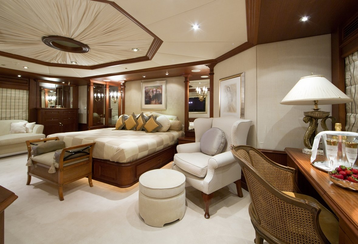 Luxury Mega Yacht MOSAIQUE Full Beam Master Cabin