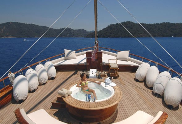 Foredeck and Spa