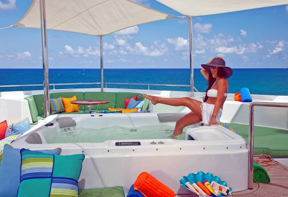 Charter luxury Motor Yacht OHANA in Bahamas or Florida for Christmas