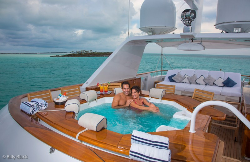 6 Popular Luxury Charter Yacht Features