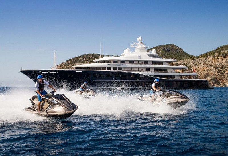 Two luxury charter yachts AQUILA and CHASSEUR win in the Superyacht Awards