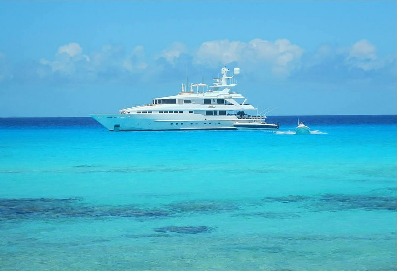 Charter a Bahamas Motor Yacht this Thanksgiving