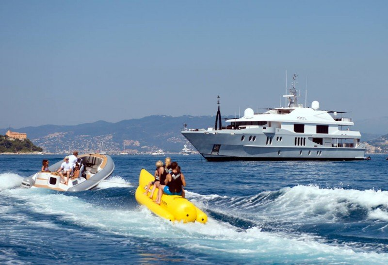 7 Good Reasons to Spend a Day at Anchor on Your Next Yacht Charter