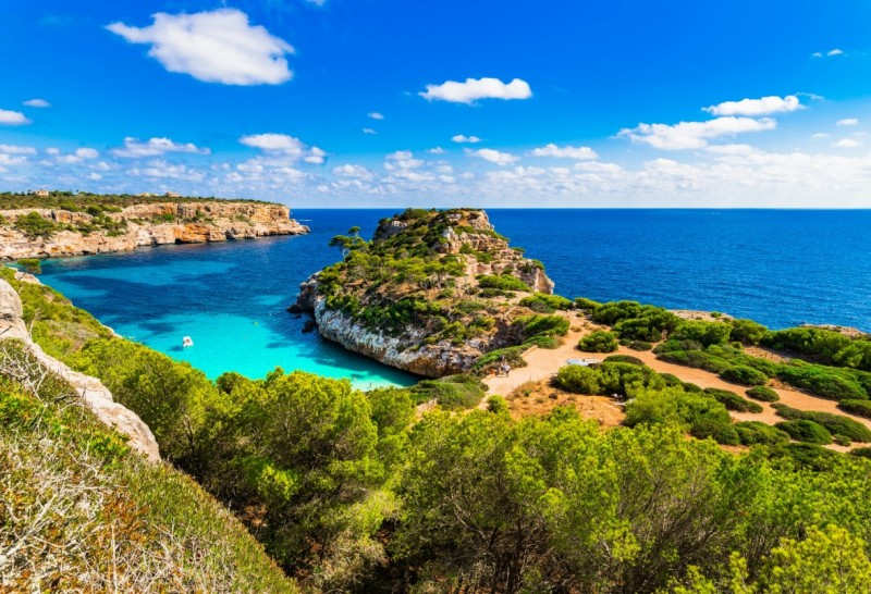 7 Stunning Reasons to Charter a Luxury Yacht in Mallorca