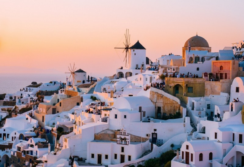 6 Stunning Cycladic Greek Islands for a Yacht Charter
