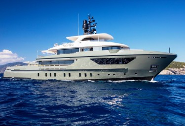 Explore the world on luxury charter yacht MOKA