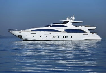 5 AZIMUT Motor Yachts for Your Luxury Charter