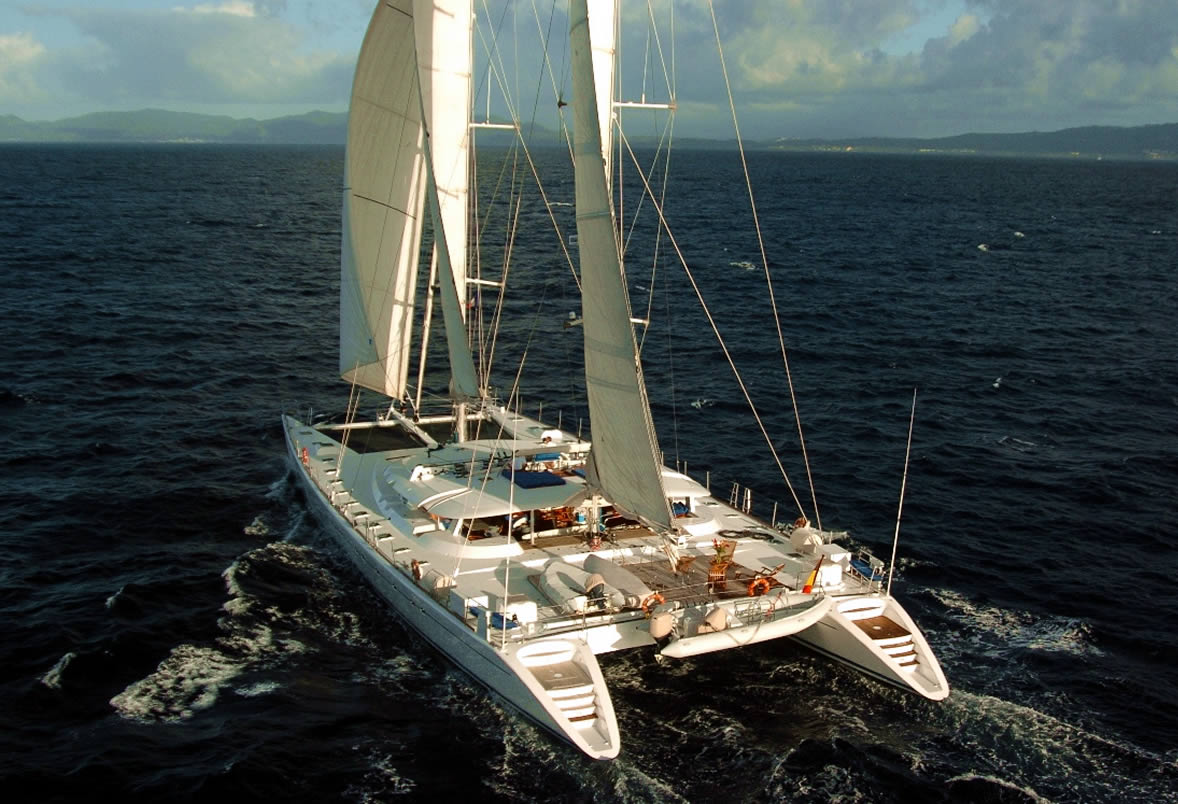 charter the catamaran douce france in tahiti