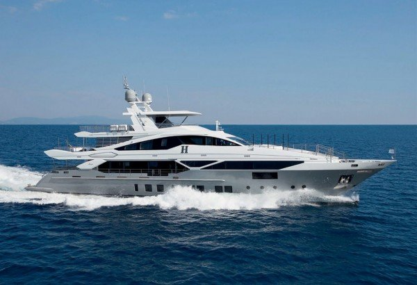 H, luxury 43m (140') Benetti, offers 20% discount for September charters*