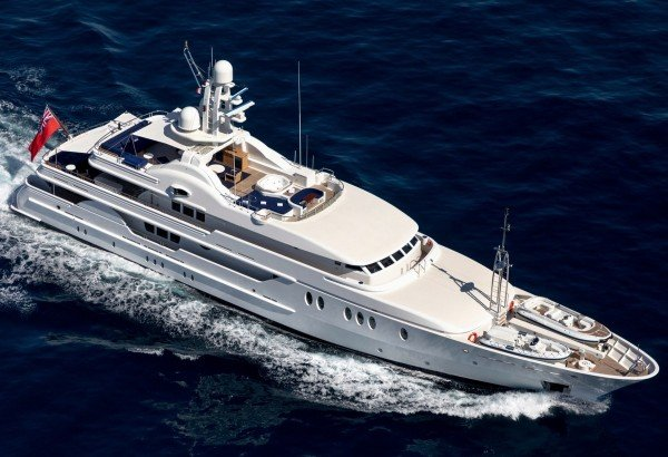 Impressive DEJA TOO: charter from July 20 in the Med for a 15% discount*