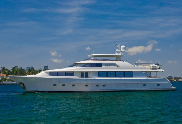 ALICIA 34m (112'): Special 17% Discount on your Bahamas Luxury Charter*