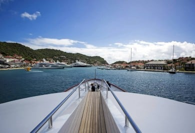 BLU 470 Arriving in St Barts