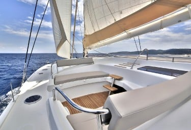 WORLD'S END Flybridge Seating Under Sail