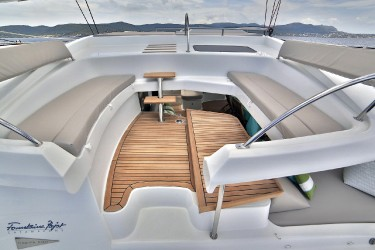 WORLD'S END Flybridge Seating
