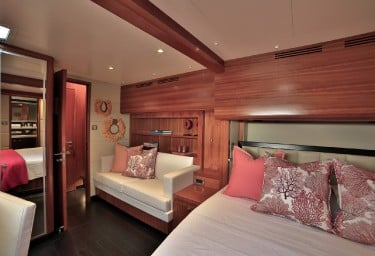 WORLD'S END Guest Stateroom