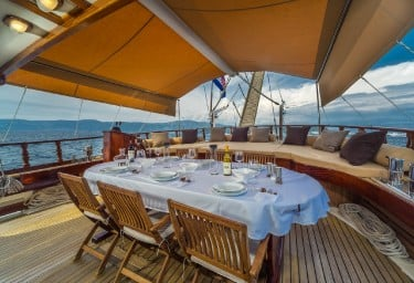 Charter Gulet ANGELICA Aft Deck Dining Table