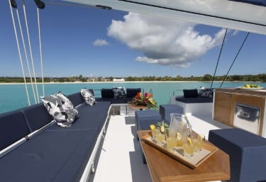 Charter Catamaran NENNE Flybridge