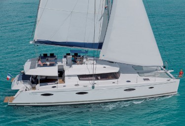 Charter Catamaran NENNE Under Sail