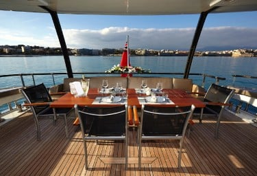 QUANTUM Aft Deck Dinner Setting