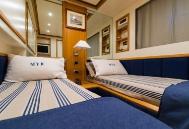 Charter Yacht RIVIERA Guest Twin Cabin