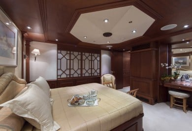 Luxury Charter Boat MOSAIQUE Spacious VIP Stateroom
