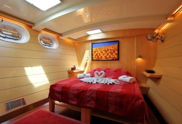 DOUCE FRANCE Double Guest Cabin