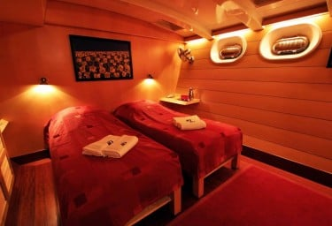 DOUCE FRANCE Twin Cabin