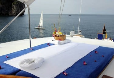 DOUCE FRANCE Aft Deck Massage