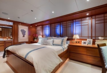FOUR WISHES VIP Cabin Port