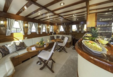 Luxury Charter Gulet LIBRA Bar and Saloon