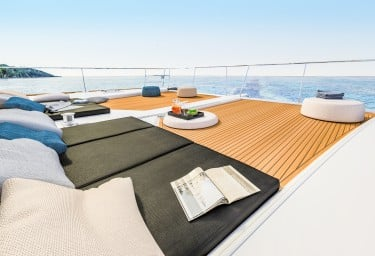GALUX ONE Foredeck