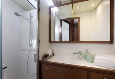 PHANTOM Guest Bathroom