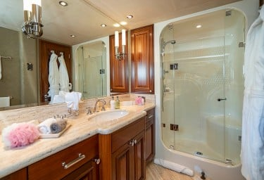 ANTARES Guest Bathroom