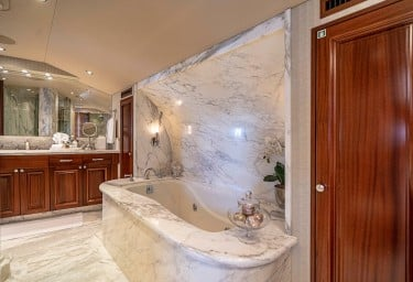 ANTARES Master Bathroom Tub