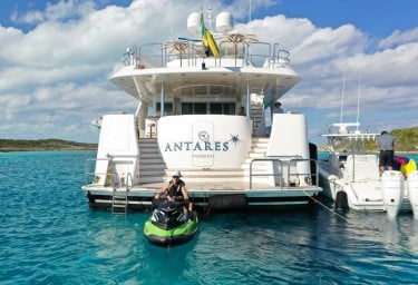ANTARES Stern with Water Toys