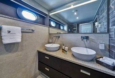 DALMATINO Guest Bathroom