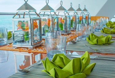ISLAND HEIRESS Table Setting