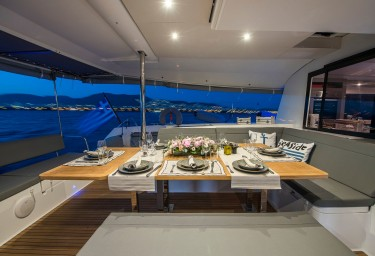 SEA ENERGY V Cockpit Dining