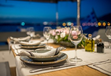SEA ENERGY V Table Setting
