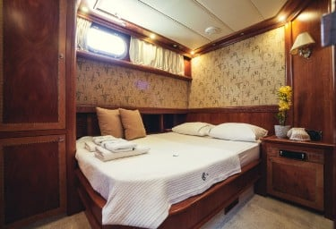 LOTUS Guest Double Cabin